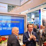 Gedeputeerden Henk Brink en Snader de Rouwe nemen de Smart Factory Game in gebruik